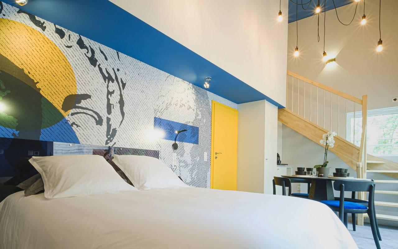 Elegant romantic night room with jacuzzi metz
